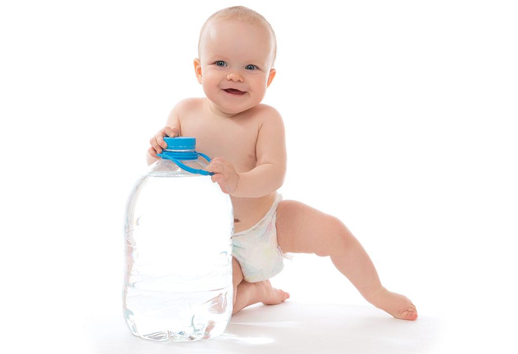 مصرف آب معدنی برای نوزاد